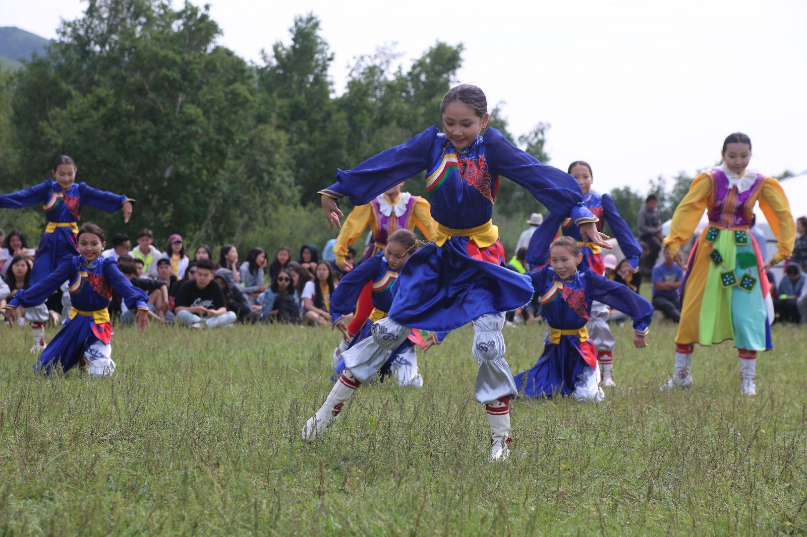 """68267395_485430408681638_1008508387534569472_n """"Дэлхийн Монголчууд"""" хүүхдийн бэсрэг наадам боллоо"""