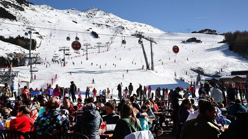 """Аялал жуулчлалын салбар ахин нэг """"үхмэл"""" сезоныг давж чадахгүй нь. Итали, Австри, Фаранц улсууд цаначдыг уул руу эргүүлж авчирна гэдэгтээ найдаж байна."""